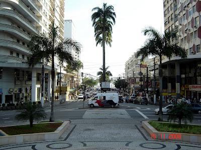 Avenida Ana Costa - vista da Praça da Independência - Foto de Emilio Pechini em 15/11/2008