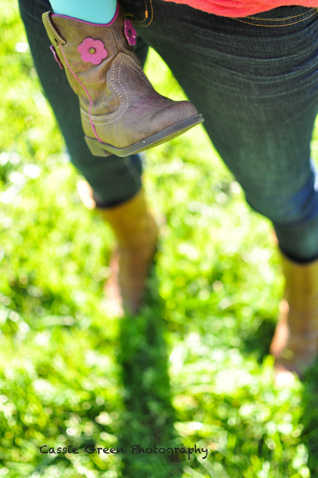 http://2.bp.blogspot.com/_A9EzTcX9_z8/TKzKoHmXG1I/AAAAAAAAAPQ/sG4Til2AR9A/s1600/mom&eva+boots.jpg