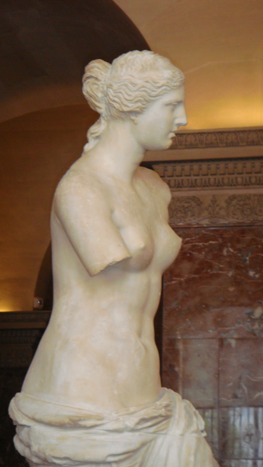 aphrodite of melos Modeled after the original aphrodite of melos (venus di milo) statue all statues are proudly manufactured and handcrafted in the marblecast facility in salt lake.