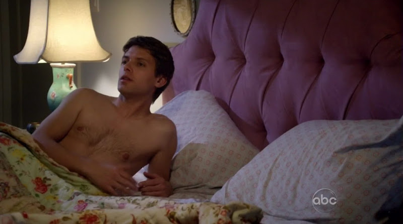 Ryan Devlin Shirtless on Cougar Town s1e21