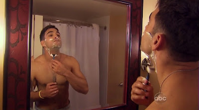 Roberto Martinez Shirtless on the Bachelorette s6e01