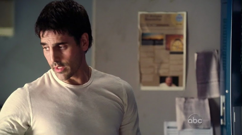 Ben Bass Shirtless on Rookie Blue s1e01