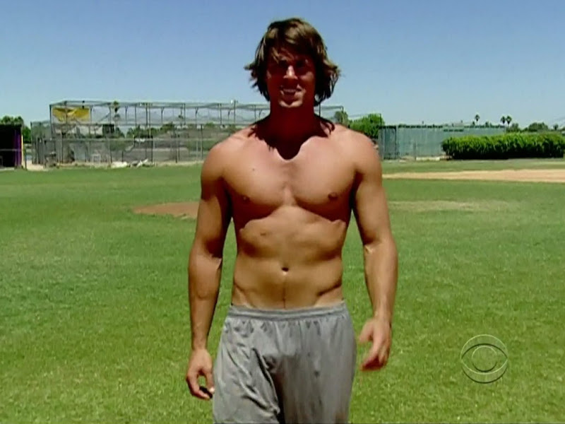 Hayden Moss Shirtless on Big Brother s12e01