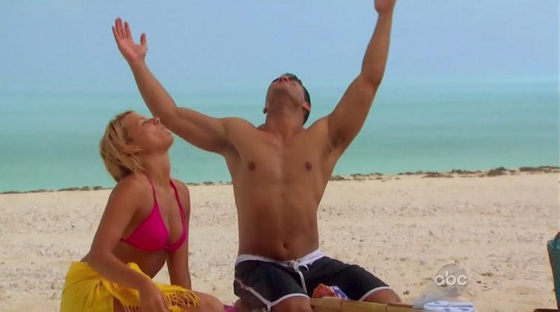 Roberto Martinez Shirtless on The Bachelorette s6e10