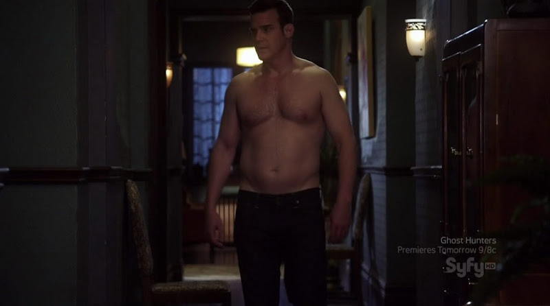 Eddie McClintock Shirtless on Warehouse13 s2e08