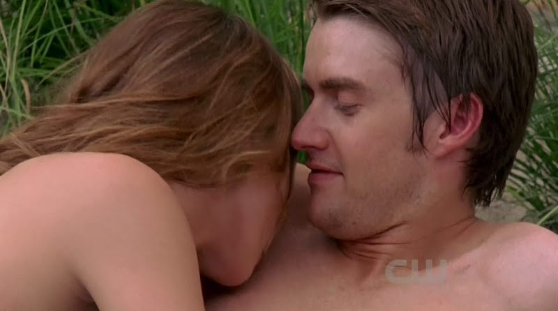 Robert Buckley Shirtless on One Tree Hill s8e01