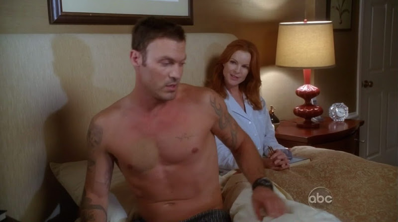 Brian Austin Green Shirtless on Desperate Housewives s7e05