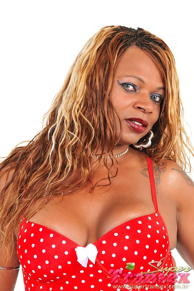 Veja As Fotos Dessa Travesti Negra