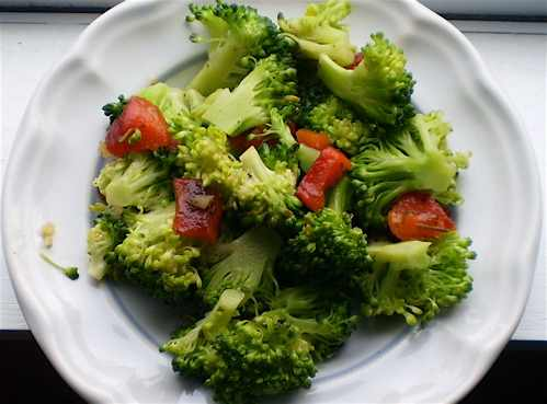 Broccoli with Roasted Red Peppers
