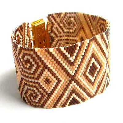 купить украшения из бисера ручной работы заказать  бежевый с орнаментом браслет делика бисер украшение Anabel