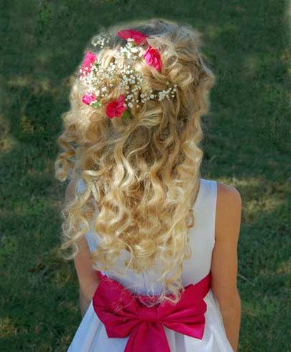 A perfect flower girl hairstyle - what an adorable look for a flower girl!