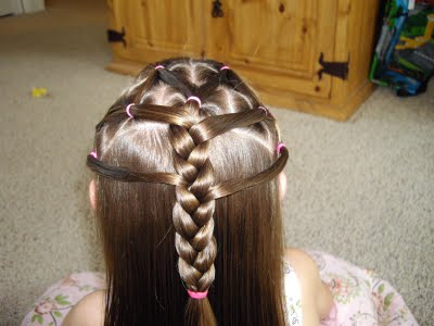 Fashion Dresses 2011   Girls on Little Girls Simple Cilps Hairstyles Fashion Hair Styles Wallpapers 5
