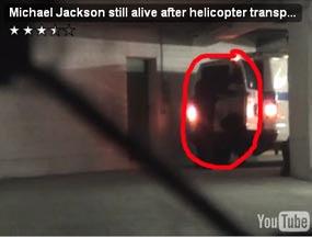 ... video yang menampilkan Michael keluar dari mobil ambulans di internet