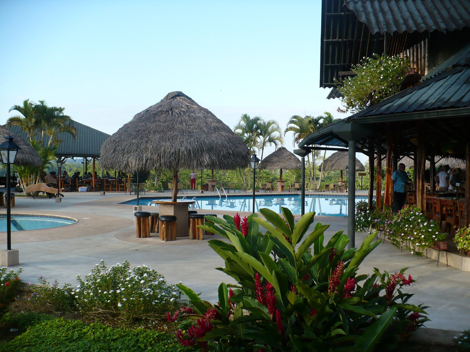 [pool+and+dining+area.JPG]