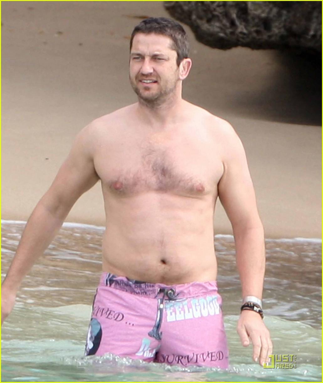 http://2.bp.blogspot.com/_AJWbjEZ26RM/S0JIvfNgatI/AAAAAAAAOuo/-dvWSu8CuAw/s1600/gerard-butler-shirtless-barbados-04.jpg
