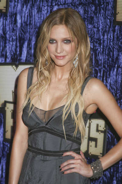 ashlee simpson long blonde hair slightly wavy 2007