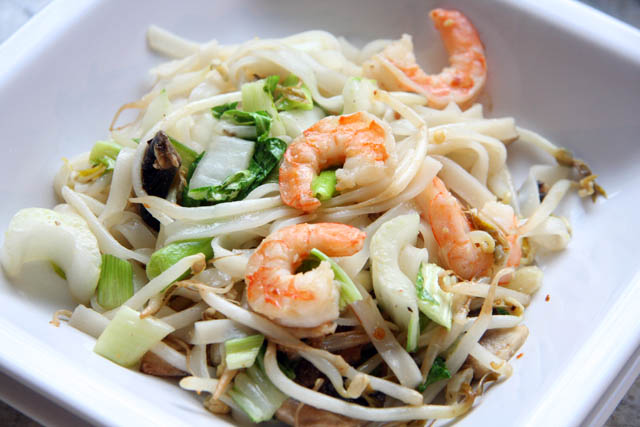 two little chefs: Shrimp and Rice-Noodle Stir-Fry