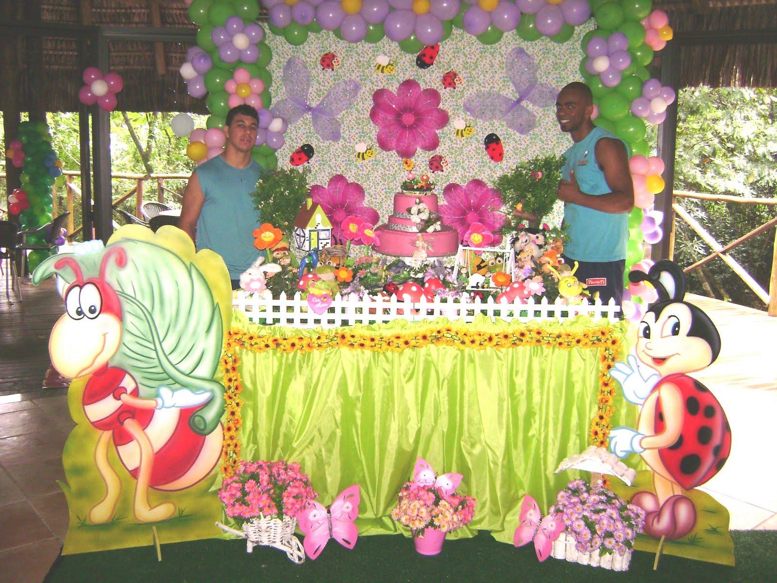 flores foi este o tema da decoração da festa de aniversário de