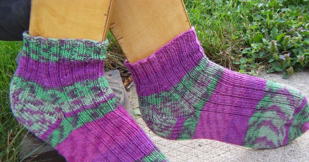 Knitting Pattern For Highland Dance Socks : The Knitted Squirrel: Highland Dancing, Socks and More ...