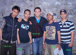 Foto Bersama Alumni Paskibra Angkatan 1 (tengah), Beserta Pembina Latih