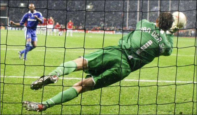 van der sar 682x400 492036a - Furguson wants Van Der Sar to retire