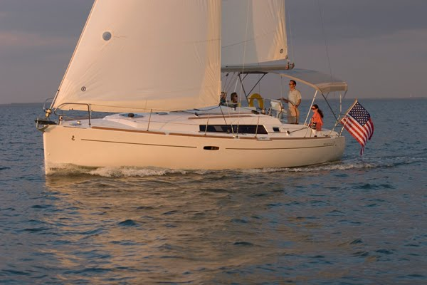 St. Pete Boat Show Boats on Display! The Beneteau 37