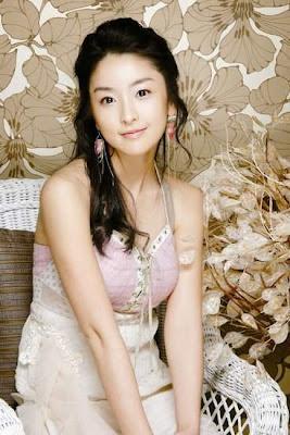 Korean Artist :  Jeong Yu-mi  (정유미)
