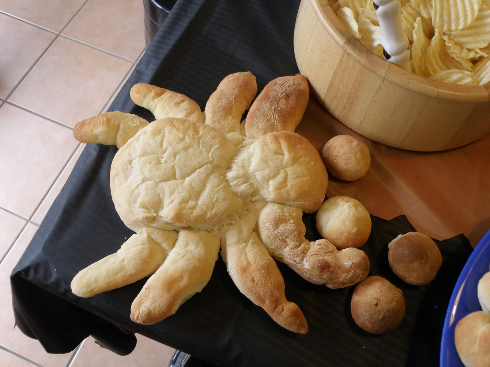 Top Nosh 2010: Spider Bread (Halloween Food)