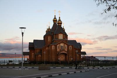 анадырский-храм-на-фоне-лимана.