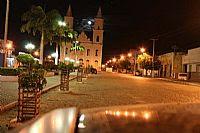 Na outra extremidade da praça fica a Igreja de Nossa Senhora do Bom Sucesso ...