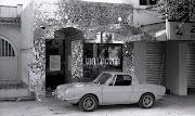 É um Fiat 850 Spider 1968, um modelo raro e que pouco se sabe sobre ele no .