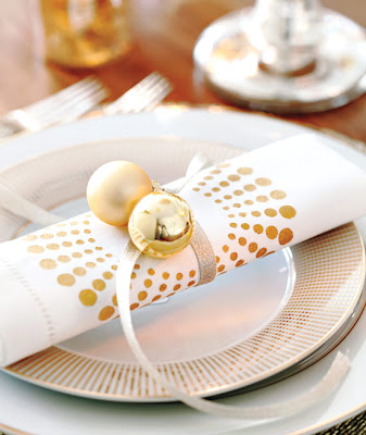 spray painted napkins Christmas table setting