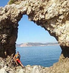 El Pintor artiguense Hugo Soto descubre esta roca en España