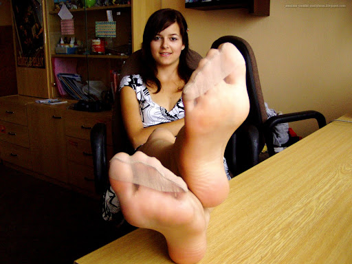 Amateur pantyhose feet
