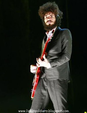 [brad+delson+linkinsoldiers412900.jpg]