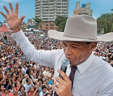http://2.bp.blogspot.com/_Aa4kstR3N-8/TAxTE1ww9kI/AAAAAAAACSk/xrwIqNpJmFw/s400/valdemiro-santiago-igreja-mundial.jpg