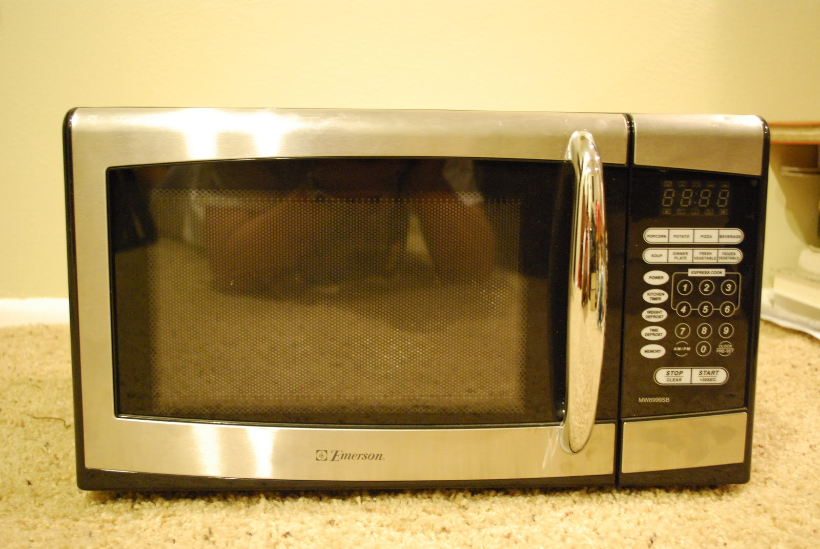 Emerson Black And Silver Microwave 30