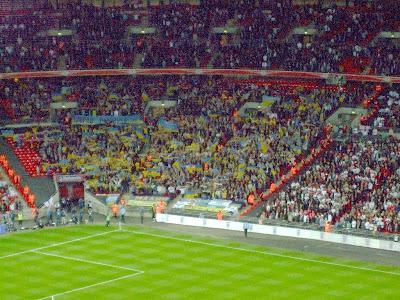 http://2.bp.blogspot.com/_Aevku0taFDk/SdYriUsIpII/AAAAAAAAAUQ/AyPSbj1QoK8/s400/45+Ukr+sector+at+Wembley+re.jpg