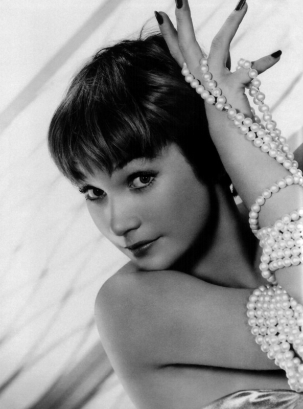 Shirley Maclaine - Wallpaper Image