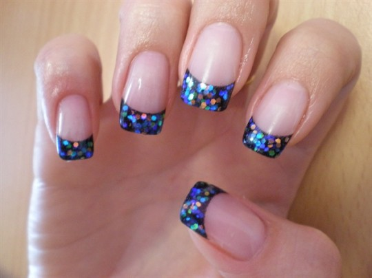 glitter nails 540x404 French Manicure with Glitter Pieces