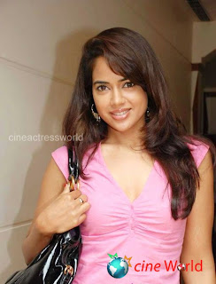 Hot Sameera Reddy Shows Her Cleavage Photos