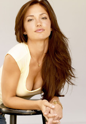 minka kelly hot cleavage