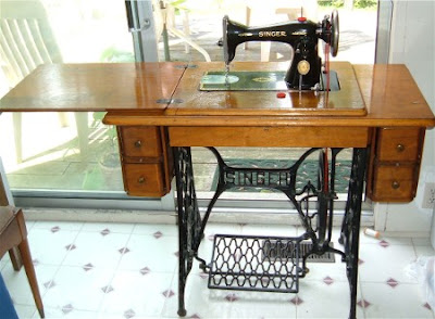 1955 singer sewing machine in cabinet
