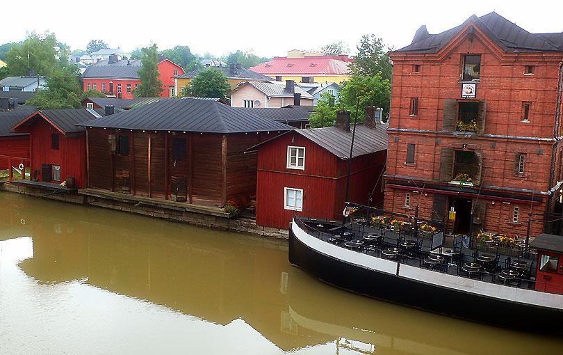 porvoo finlandia riu rio river casas rojas cases vermelles red bar barco