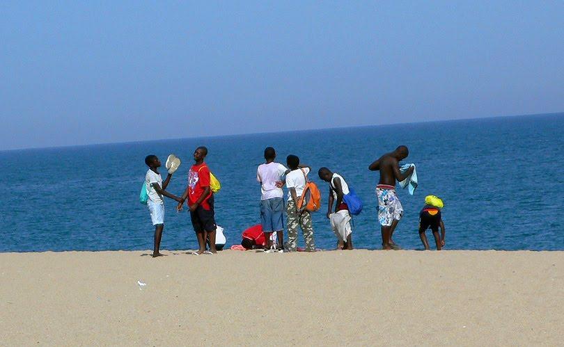platja playa beach niños nenes boys inclinacio inclinacion inclination eix eje axis terra tierra earth verano estiu summer