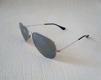ray ban aviators mirrored lenses. Metal framed with mirrored