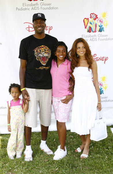 R Kelly And His Wife And Kids Style and Focus Lifest...