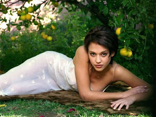Beautiful, cute images, pictures and wall papers of Jessica Alba