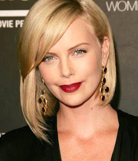 Model Charlize Theron cute wallpapers