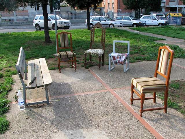 Bench in company of chairs, via Goito, Livorno